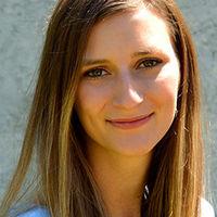 Das Foto zeigt Natalia Goncharov, eine Absolventin des Studiengangs Facility Management.